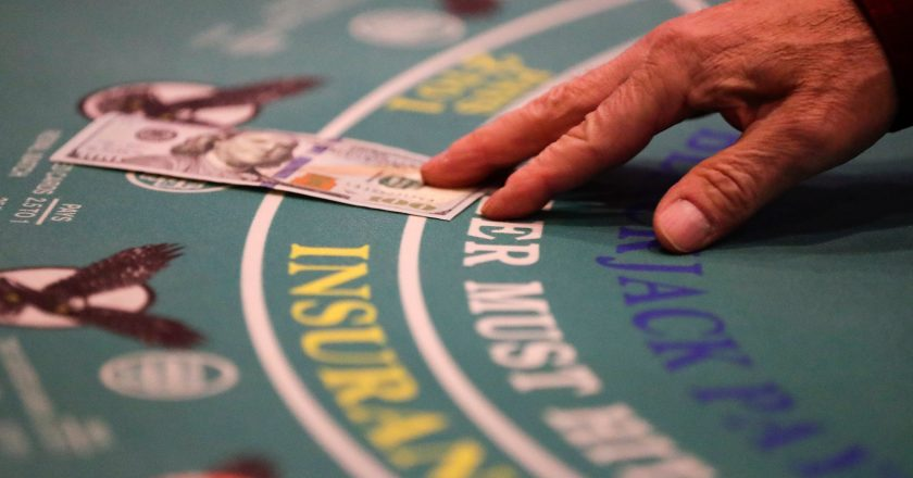 Select A Right Online Casino To Play Roulette – Gambling